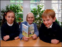 Primary pupils Dana O'Neil and Aiden Curren with Braw patron Joan Lingard