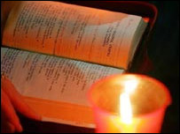 Velas y biblia