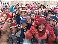 Smiley faces from Qiusang Primary School is one hour's drive from Lhasa. (Photo by Lin Gu)