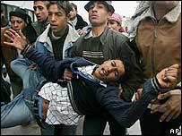 Un joven herido durante un operativo israelí en Khan Yunis, Dic. 04  (Gentileza: UNRWA)