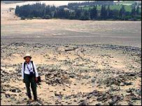 Profesora Winifred Creamer en un sitio arqueol�gico de Norte Chico (Universidad del Norte de Illinois)