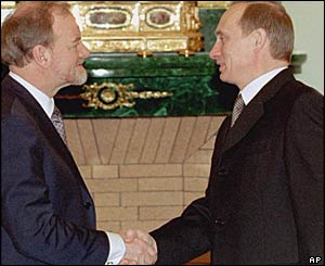 Robin Cook meets Russian leader Vladimir Putin on a visit to Russia in 2003