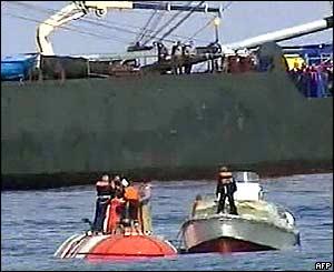 El mini submarino luego de subir a la superficie.