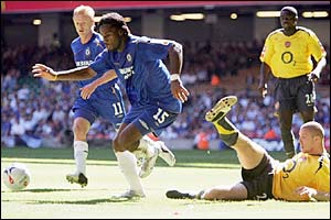 Chelsea's Didier Drogba gets the better of Arsenal's Philippe Senderos