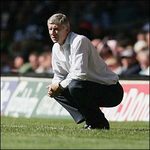 Arsenal manager Arsene Wenger watches the action