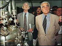 Mr Sevan inspects a vaccine factory in Iraq