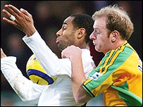 Tottenham's Freddie Kanoute and Gary Doherty of Norwich