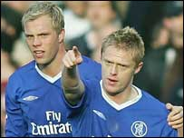 Eidur Gudjohnsen (left) with goalscorer Damien Duff