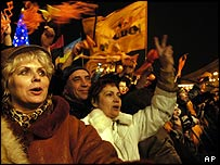 Yushchenko supporters at victory rally, 26 Dec 04