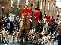 Atherstone hunt leaving the Market Square at Market Bosworth, Leicestershire