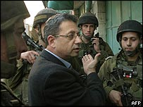 Mustafa Barghouti surrounded by Israeli soldiers in Hebron