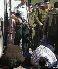 Palestinian pray as they are released by Israeli forces