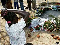 Woman mourns at John Garang's tomb