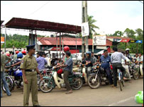 Queue at a petrol station in Galle (photo: Sanjoy Majumder)