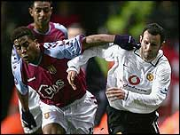 Ulises De La Cruz of Aston Villa and Ryan Giggs of Manchester United