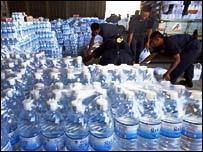 Botellas de agua, en el aeropuerto d Bangkok, Tailandia.