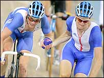 Rob Hayles (left) and Wiggins during the madison