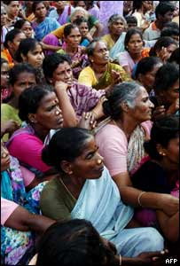 Indian women in the city of Cuddalore, south of Madras, wait for aid to be distributed