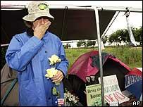 Cindy Sheehan in roadside camp