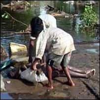 Recovering bodies in Mullaitivu