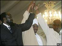 Vice-President Salva Kiir (l) with President Omar al-Bashir (c) and second Vice-President  Osman Ali Taha (r)