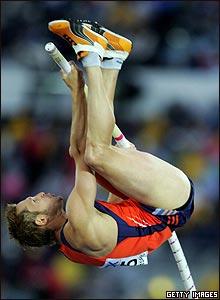 Salto con garrocha del holand�s Rens Blom.