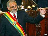 Carlos Mesa al asumir la presidencia ante el Congreso el 17 de octubre de 2003