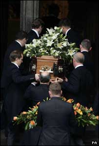 Robin Cook's coffin arrives