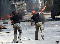 Palestinian youths clash with Israeli troops in Jenin