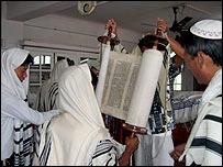 Ceremonia en una sinagoga en Manipur, India