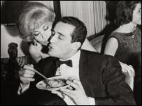 Vitorio Gassman, con un plato de espaguetis.