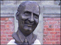 Percy Thrower statue