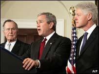 El Presidente de Estados Unidos, Gorge W. Bush, junto a ex manadatarios.