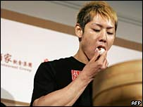 Takeru Kobayashi eating pork buns in Hong Kong