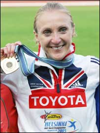 Paula Radcliffe celebrates her gold