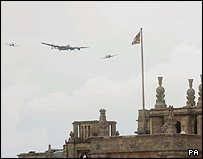 Planes fly over Blenheim Palace