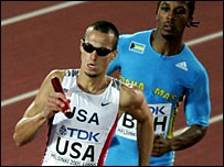 Jeremy Wariner holds off Christopher Brown to take the 4x400m relay gold
