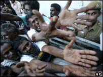Indian victims reaching out for food aid