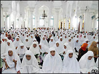 Acehnese women pray for peace, Banda Aceh, 15 August