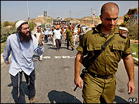 Jewish settler gestures toward an Israeli army officer in the Jewish settlement of Morag in the Gush Katif settlement bloc, southern Gaza