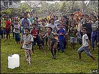 Niños en Indonesia reciben ayuda