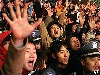Hombres chinos en la calle.