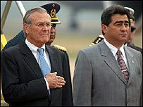 Donald Rumsfeld y Roberto Fernández, ministros de defensa de EE.UU. y Paraguay.