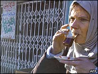 Florence Aubenas drinking tea in Irag