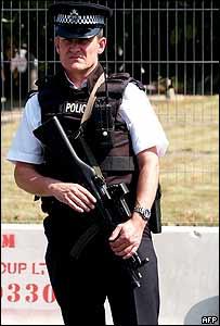 Policía armado británico