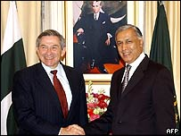World Bank president Paul Wolfowitz and Pakistan Prime Minister Shaukat Aziz