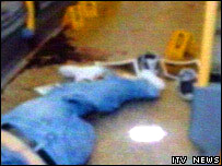 Cuerpo de De Menezes tras los disparos. Gentileza de ITV News.