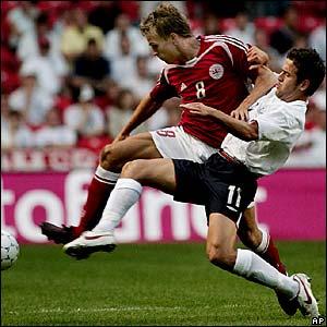 Joe Cole tackles former Chelsea team-mate Jesper Gronkjaer
