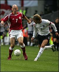 Thomas Gravesen runs at Real Madrid team-mate David Beckham