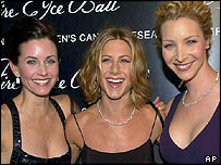 Courteney Cox (l), Jennifer Aniston and Lisa Kudrow (r)
